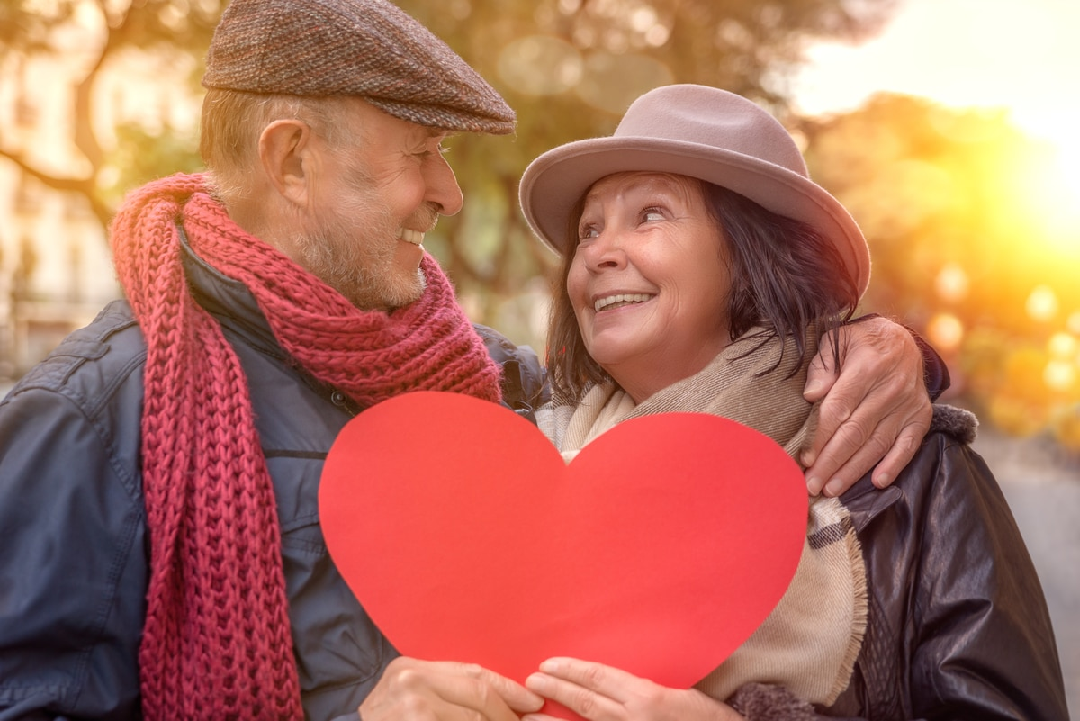 Couple holding a paper heart